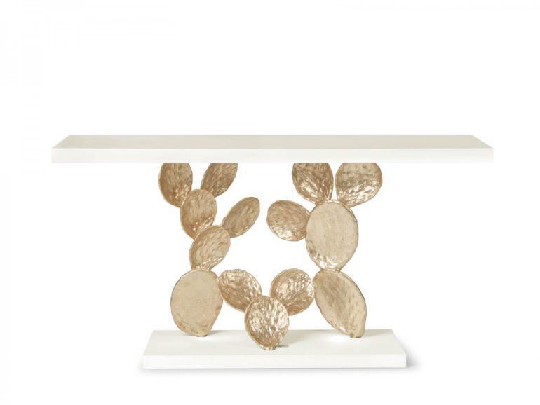 Een Eclectic Chic interieur met gouden cactus tafel