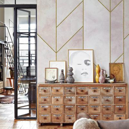 cosmopolitan luxury interieur met luxe wit met goud behang