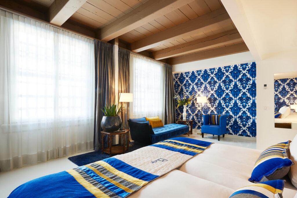 Blue, white & gold luxurious Boutique Hotelstyle hotelroom Kardoen Librije, design by Ingrid van der Veen